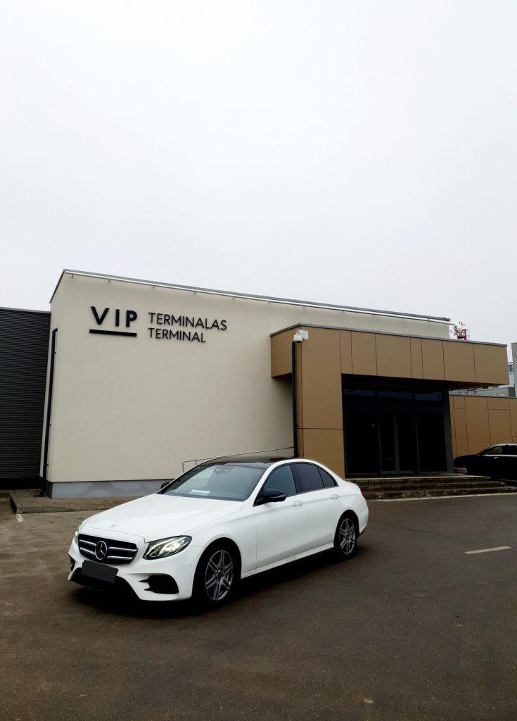 Prabangių automobilių nuoma vip terminalas baltas mercedes