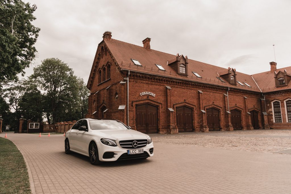 Prabangių automobilių nuoma keliones