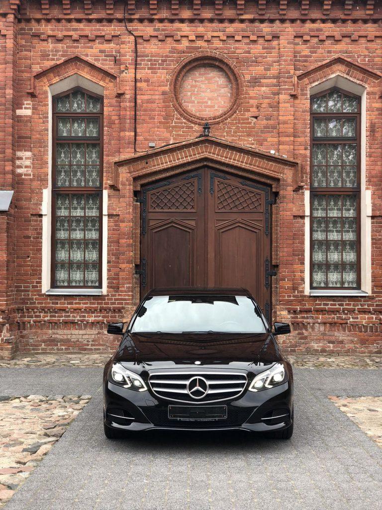 Prabangių automobilių nuoma baznycia